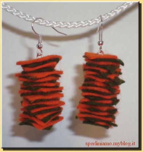Orecchini feltro arancione e verde.jpg